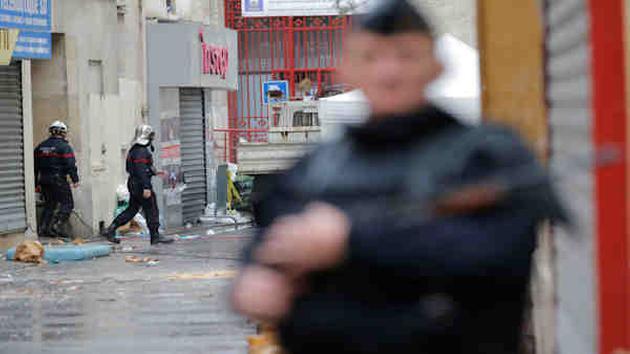 ตำรวจปารีสบุกตรวจค้นที่ย่านเซนต์-เดนิส