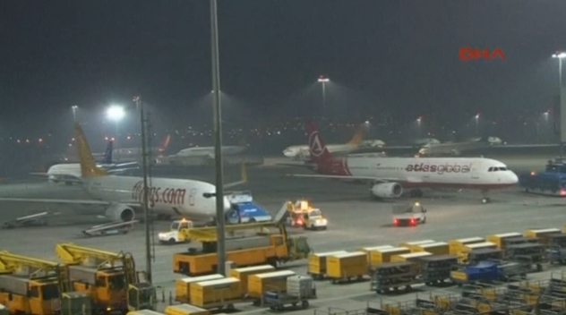 FireShot Screen Capture #294 - 'Suspected bomb kills one at Istanbul airport, investigation launched I Reuters