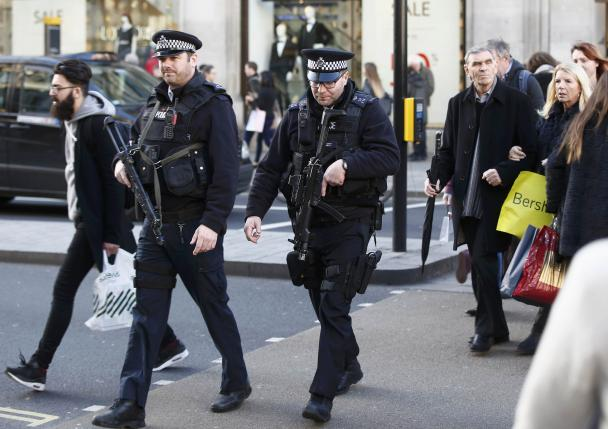 Armed police walk amongst shoppers along Oxford Street in London, Britain, in this file photograph dated December 23, 2015. London police said on January 14, 2016 they will increase the number of officers carrying firearms in the largely unarmed force by around a quarter to 2,800 in the wake of the Paris attacks. REUTERS/Peter Nicholls/files