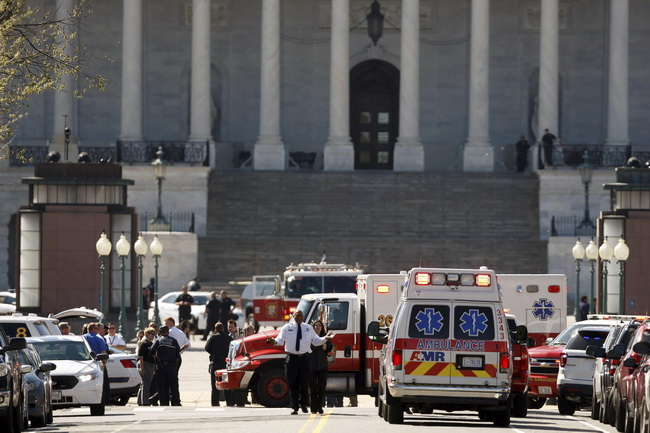 Ambulances and other emergency vehicles gather in front of the U.S. Capitol Building after a shooting at the U.S. Capitol Visitors Center in Washington March 28, 2016.  REUTERS/Joshua Roberts      TPX IMAGES OF THE DAY