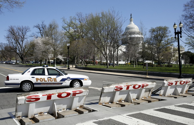 Police block the area around U.S. Capitol building after a shooting at the Capitol Visitor Center complex in Washington, March 28, 2016. REUTERS/Yuri Gripas